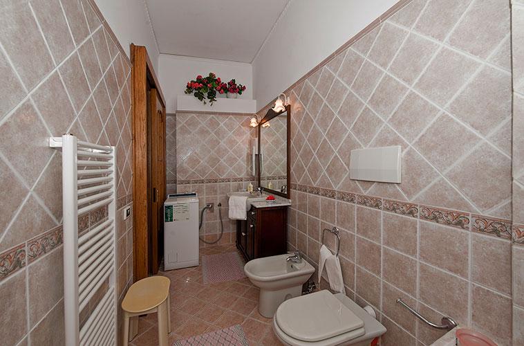 Camere villa san giuseppe furore casa vacanze in costa d for Vasca da bagno nella camera da letto principale